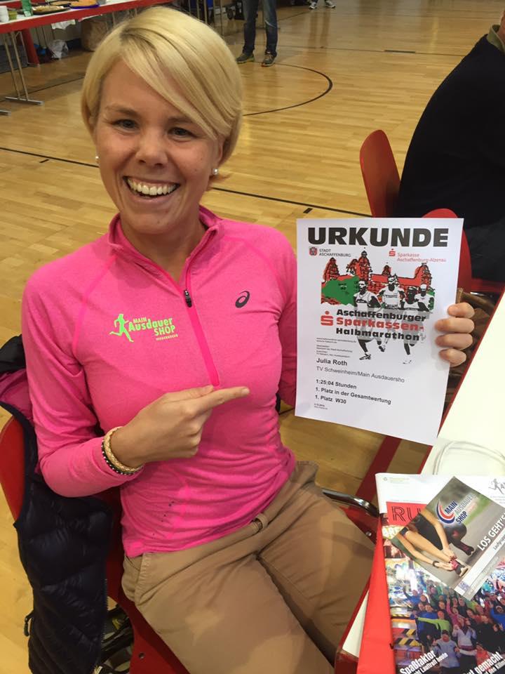 Julia Roth (TV Schweinheim) Siegerin beim Aschaffenburger Halbmarathon 2016