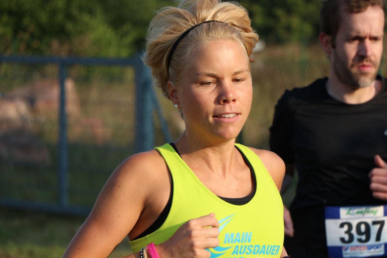 Julia Roth (TV Schweinheim) - Siegerin über 10 km beim Lauftag Landkreis Miltenberg 2016