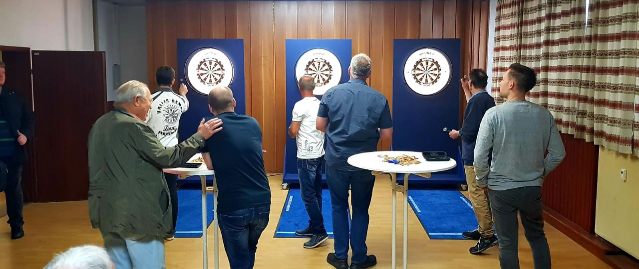 Das erste Dart-Training beim TV Schweinheim