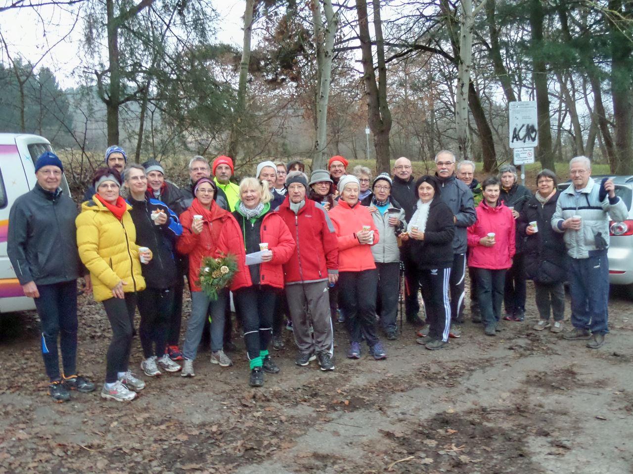 Abschluss des Lauftreffs des TV Schweinheim mit Glühwein und Knobelinchen