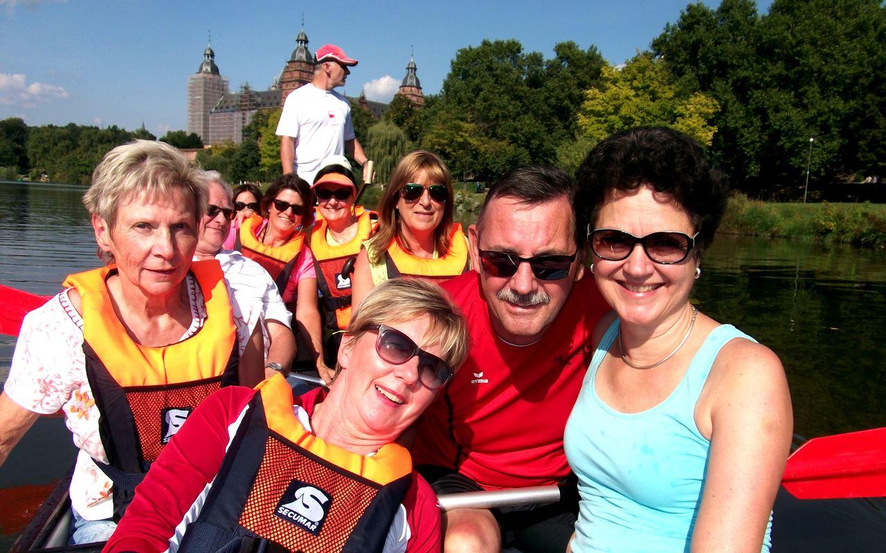 Ski- und Konditionsgymnastik des TV Schweinheim im Drachenboot